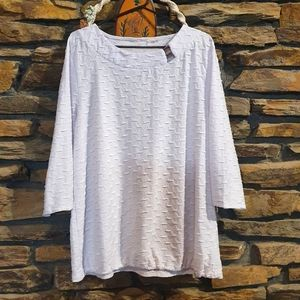 3/4 Sleeve white top with textured pattern